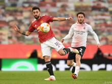 Bruno Fernandes (l.) bereitete das 1:0 von United mustergültig vor