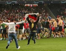 Belgrader Fans stürmten in Salzburg den Rasen