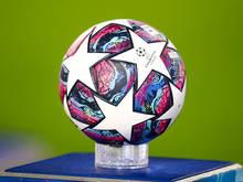UEFA will noch nicht absagen