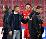 """Jesse Marsch freut sich mit seinen """"Jungs"""" über den EInzug in die Königsklasse"""