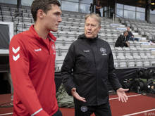 Dänemark-Teamchef Åge Hareide (r.) lobt das ÖFB-Team