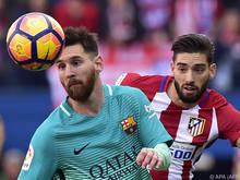 Messi im Zweikampf mit Atléticos Carrasco
