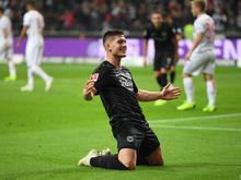 Luka Jovic jubelt nach seinem fünften Treffer zu 7:1-Endstand