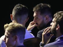 Gelegentlich kommt es zum Gespräch zwischen den beiden Fußballstars