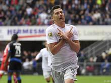 Robert Lewandowski feiert seinen Treffer in Paderborn