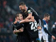 Schaub jubelt mit mit HSV-Kollegen über einen 3:1 Auswärtssieg