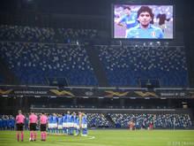Stilles Gedenken an Maradona