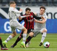 Julian Baumgartlinger (r.) kämpft mit Leverkusen um einen Spitzenplatz