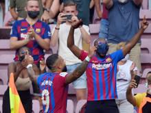Depay feiert sein Siegestor für Barcelona