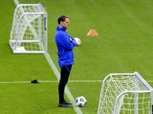 Frank de Boer steht bereits von seinem Debüt unter genauer Beobachtung