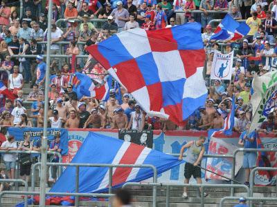 Unter den Fans des Wuppertaler SV befinden sich angeblich rund 300 gewaltbereite Personen.