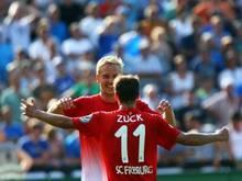 Hendrick Zuck (vorne) erzielte in der Verlängerung die Tore für den SC Freiburg. Foto: Jens Büttner
