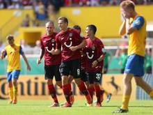 Hannovers Artur Sobiech (M)erzielte nach 69 Minuten die 1:0-Führung für den Bundesligisten. Foto: Christian Charisius