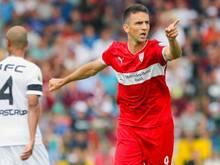 Der Stuttgarter Vedad Ibisevic erzielte in der 40. Minute das 1:0 gegen den BFC Dynamo. Foto: Hannibal