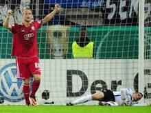 Ingolstadts Philipp Hofmann (l.) jubelt über den Treffer von Hajnal (nicht im Bild)