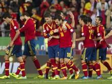 Die Spanier feiern den am Ende glücklichen 2:1-Sieg gegen Weißrussland. Foto: Montserrat T. Diez