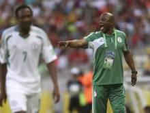 Nationaltrainer Stephen Keshi (r.) ist mit seinen Nigerianern  dicht dran am WM-Ticket