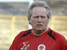 Arie Haan 2008 bei einem Training mit Albaniens Nationalmannschaft