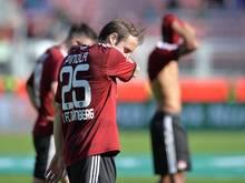 Die Nürnberger mit Javier Pinola enttäuschten im Abstiegskampf. Foto: Timm Schamberger