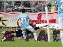Lazio Roms Antonio Candreva traf per Strafstoß zum 2:0