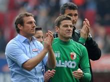 Augburgs Trainer Markus Weinzierl (l.) freut sichüber die Ausgangslage