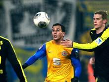 Omar Elabdellaoui (M.) kann wegen einer Bauchmuskelverletzung nicht spielen