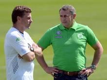 Trainer Dieter Hecking (l.) und Sportmanager Klaus Allofs planen die Zukunft