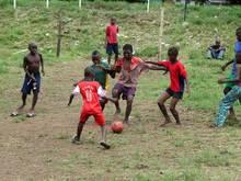 InSierra Leone spielen nur noch die Kinder, alle offiziellenSpiele sind vorerst abgesagt worden
