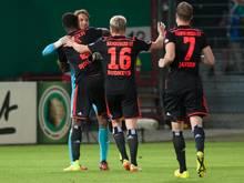 Torwart René Adler (l) wurde für den HSV in Cottbus zum Matchwinner. Foto: Oliver Mehlis