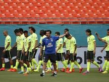 Carlos Dunga (M.) kehrte als Trainer der brasilianischen Nationalmannschaft zurück