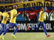 Neymar (r) jubelt über seinen Treffer zum 1:0 gegen Kolumbien. Foto: Rhona Wise