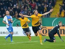Justin Eilers (M.) traf für Dresden in der Verlängerung. Foto: Thomas Eisenhuth