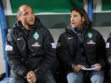 Bremens Trainergespann Viktor Skripnik (l) und Torsten Frings feierte einen gelungenen Einstand. Foto: Hendrik Schmidt