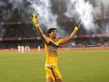 Der Keeper von Atlético de Kolkata feiert sein siegreiches Team