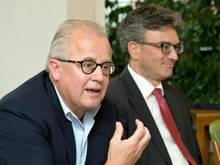 Freiburgs Präsident Fritz Keller (l) bei einer Diskussion mit Oberbürgermeister Dieter Salomon (Bündnis 90/Die Grünen). Foto: Patrick Seeger