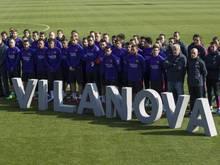 Barcelonas Spieler nehmen an der kleinen Zeremonie teil