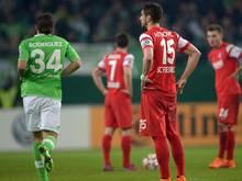 Wolfsburgs Ricardo Rodriguez (l.) nach seinem Treffer gegen den SC Freiburg