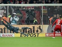 Manuel Neuer hält den Elfmeter von Josip Drmic