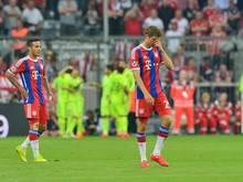 Die Bayernprofis Thomas Müller (M.) und Thiago waren enttäuscht