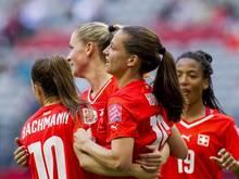 Fabienne Humm (M) erzielte drei Tore binnen fünf Minuten für die Schweiz