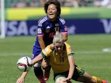Die Japanerin Mana Iwabuchi (l.) erzielte den entscheidenden Treffer gegen Australien