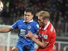 Sebastian Griesbeck (r.) verlängert seinen Vertrag beim 1. FC Heidenheim