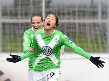 Yuki Ogimi (vorn) wechselt von Wolfsburg zum FFC Frankfurt
