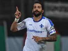 Aytac Sulu macht für Darmstadt das 1:0. Foto: Uwe Anspach