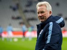 Benno Möhlmann warnt sein Team vor dem VfL Bochum