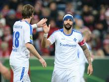 Nach seiner Geste gegen die Bayern-Fans ermittelt der DFB-Kontrollausschuss gegen Aytac Sulu (r.)