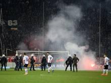 Das Spiel zwischen PAOK Saloniki und Olympiakos Piräus wurde wegen Ausschreitungen abgebrochen