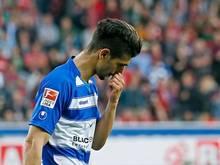 Enis Hajri vom MSV Duisburg muss ein Spiel zuschauen