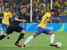 Douglas Santos (r.) gewann mit der Nationalmannschaft im Olympia-Finale gegen Deutschland
