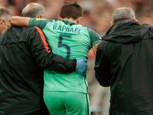 Raphaël Guerreiro (M) hatte sich beim Confed Cup im Auftaktspiel Portugals gegen Mexiko verletzt